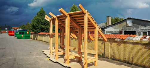 Tømrerelever bygger arkitekttegnet 'Harald Blåtands Stol'