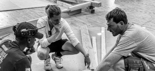 Video viser samarbejdet mellem tømrerelever og arkitekt i 1:1 workshop