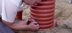 Rørlæggeruddannelsen: Overgangsløsninger og tilslutninger – tilslutning i sandfangsbrønd (læringsvideo 17)